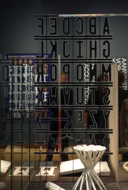 Exposition Stedelijk Museum Amsterdam - lettres en porcelaines